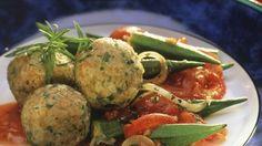 Grünkernknödel mit Tomaten-Okra-Gemüse