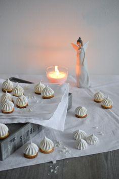 Uf. Cukroví Lemon Meringue Ingredience: Christmas Sweets, Christmas Cookies, Restaurant Recipes, Cafe Restaurant, My Recipes, Cookie Recipes, Pavlova, Meringue, Goodies