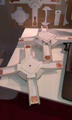 CarDrone - telaio per drone in cartone. Leggero, meno di 50gr, e robusto, adatto a volo acrobatico: campagna su Indiegogo