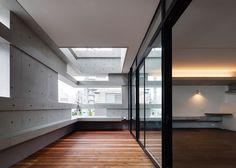 Hugo Kohno's Tokyo house has stepped concrete walls