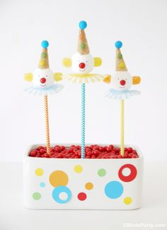How to Make Clown Cake Pops - perfect for a circus-themed party! #socialcircus #cakepops (via @Bird's Party)