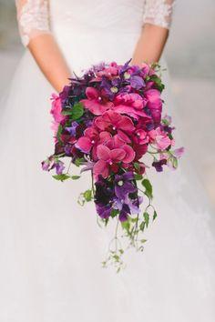 Bridal bouquet purple Brautstraus Orchideen kräftige Farben