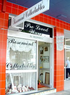 Hello, my name is Candace Hall & I am the sole trader of Rosemont Collectables. My business sells pre~loved old & modern wares through our retail outlet, facebook page & at local markets.