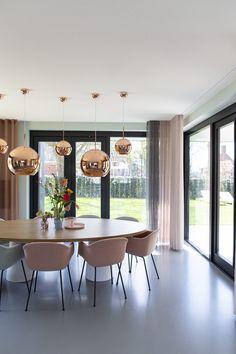 Femkeido | Zelfbouw Villa – Enschede Dining Set, Dining Room, Tom Dixon, House Design, Patio, Curtains, Interior Design, Table, Houses