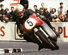 Mike Hailwood - MV Augusta Tourist Trophy 1965 - photo by Don Morley Mv Agusta, Motorcycle Racers, Racing Motorcycles, Vintage Motorcycles, Grand Prix, Ducati, Yamaha, Daytona, Old Bikes