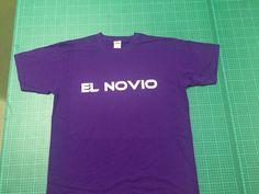 Camiseta personalizada para novios, hechas en vinilo textil blanco.