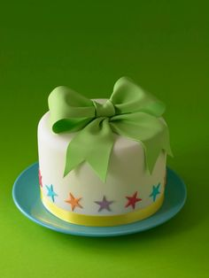Simple Fondant Cake, Fondant Cake Designs, Fondant Cakes, Cupcake Cakes, Cake Decorating With Fondant, Cake Decorating Designs, Bow Cakes, Mini Cakes, Cake Decorating Magazine