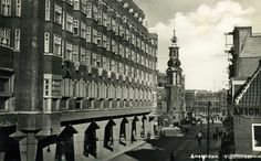 Vijzelstraat in Amsterdam. In the background the Munttoren. I Amsterdam, Persecution, 17th Century, The Expanse, 1950s, Anne Frank, Black And White, Crosses, City