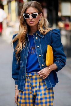 ideas for fashion week street style denim coats Fashion Week, Look Fashion, Autumn Fashion, Fashion Design, Denim Look, Denim On Denim, Denim Mantel, Denim Fashion, Fashion Outfits
