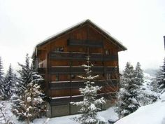Grand Sud Méribel Le Grand Sud offers accommodation in Méribel. The property is 150 metres from the slopes and Adret Ski Lift is 300 metres away.  There is also a kitchenette, equipped with a refrigerator. Some shops can be found within 100 metres.
