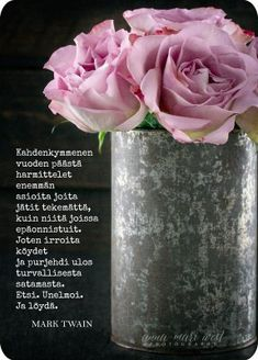 Postikortti Ruusut mustalla taustalla Cool Words, Wise Words, Finnish Words, Seriously Funny, Mark Twain, Funny Texts, Wisdom, Thoughts, Feelings