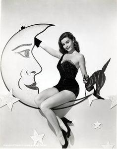 Vintage Halloween Hollywood Actress Pin-Up - Elaine Stewart