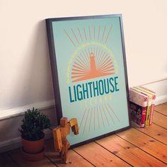Hoje foi dia do pôster 'Lighthouse' estrear em nossa vitrine.  O pôster com traço moderno e minimalista foi inspirado no farol de Gròtta na Islândia que é o principal ponto de referência para os marinheiros da ilha orientando a volta para suas casas e famílias.  - Esse é mais um pôster que vai se juntar à nossa #ColeçãoScandinavianNCDJ  - Vista a sua casa para 2017. - http://ift.tt/1dqyBxz (link na bio). #nacasadajoana #abaixoasparedesvazias #pôster #posters #quadros #enquadrados #design…