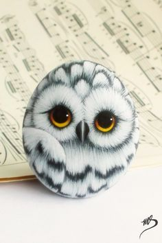 Painted Rock Animals, Painted Rocks Craft, Hand Painted Rocks, Paint On Rocks, Painted Rocks Owls, Stone Art Painting, Pebble Painting, Pebble Art, Painting On Hand