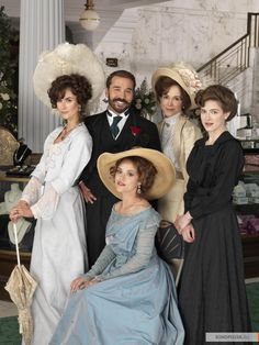 When Downton Abbey isn't on this show is a great replacement. Cast of Mr Selfridge including Jeremy Piven (© ITV) - am now an addict and simply cannot wait for my Sunday evenings! Mr Selfridge, Edwardian Fashion, Vintage Fashion, Edwardian Era, Retro Fashion, Call The Midwife Seasons, Jeremy Piven, Little Dorrit, Katherine Kelly