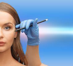 Conheça a cirurgia que usa gordura localizada para eliminar rugas, aumentar os seios e remodelar o corpo