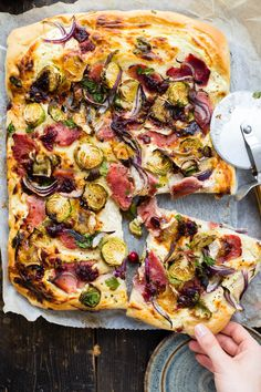 This Thermomix Christmas Pizza is the perfect way to use up any leftovers from the big Christmas dinner. Super fast recipe for the days in between. Christmas Pizza, Christmas Lunch, Christmas Kitchen, Roasted Ham, Steamed Chicken, Cranberry Cheese, Best Bread Recipe, Pumpkin Soup, Latest Recipe