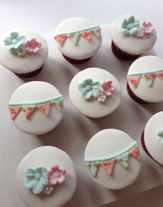 Shabby chic bunting cupcakes