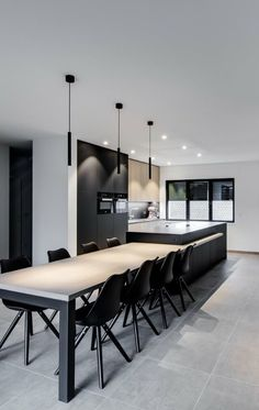 The post Nice black chairs. appeared first on Lampen ideen. Modern Kitchen Design, Interior Design Kitchen, Living Room Kitchen, Interior Design Living Room, Living Rooms, White Kitchen Chairs, Cuisines Design, Dining Room Design, New Homes