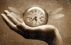 Die Entdeckung der Zeit. Früher wurde die Zeit mit Hilfe von Sonnen- und Wasseruhren gemessen.Von allen Lebewesen auf dieser Welt unterscheidet sich der Mensch durch sein Zeitempfinden. Schon vor etwa...