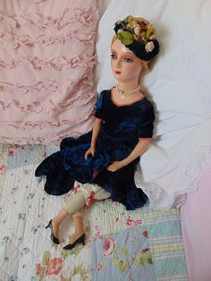 Vintage Puppen - Boudoir Puppe mit blauem Samtkleid - ein Designerstück von Montiem bei DaWanda