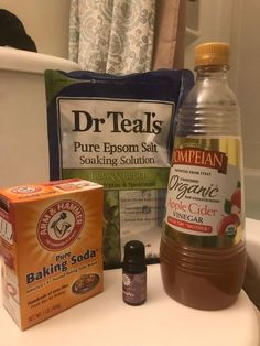 Best detox bath Ive eeeeever had! Handful of Epsom salt 1 cup of baking soda 2 cap fills of apple cider vinegar 8 drops of essential oil. most specifically lavender ! Apple Cider Vinger, Apple Cider Vinegar Bath, Apple Cidar, Detox Bath Recipe, Bath Detox, Baking Soda Bath, Baking Soda Vinegar, Kefir, Soda Brands