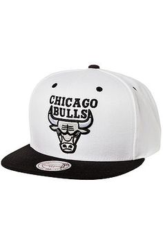Mitchell & Ness Hat Chicago Bulls Black/White 96 Snapback in White Hats For Sale, Hats For Men, Urban Fashion, Mens Fashion, Dope Hats, Chicago Bulls, Streetwear Fashion, Snapback, Baseball Hats