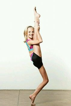 Paige Hyland of the Abby Lee Dance Company Dance Moms Dancers, Dance Mums, Dance Poses, Just Dance, Maddie Mackenzie, Mackenzie Ziegler, Maddie Ziegler, Dance Moms Paige, Dance Moms Girls