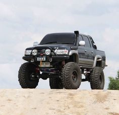 SAS Toyota Hilux #TruckAccessories #Alberta #BC #Canada Let us help you build your dream truck. http://www.raventruckstuff.com