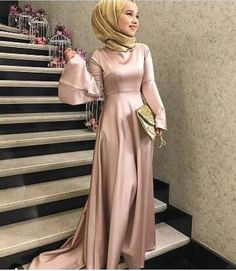 Gefällt 666 Mal, 11 Kommentare – tesettur Clothing Recommendation Page ( au … Hijab Prom Dress, Hijab Evening Dress, Hijab Wedding Dresses, Muslim Dress, Modest Dresses, Evening Dresses, Prom Dresses, Dress Wedding, Abaya Fashion
