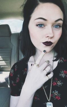 pale skin dark hair | Tumblr