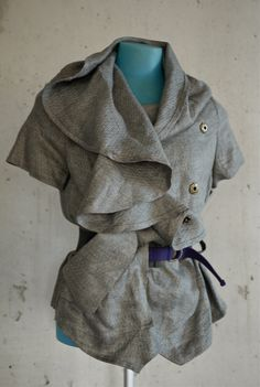 Easy to drape jacket with short sleeves and belt