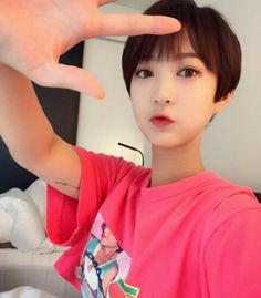 Seo Hye-lin (서혜린) of EXID ❤❤ I loved how beautiful she looked with that short hair! Hani, South Korean Girls, Korean Girl Groups, Exid Kpop, Asian Short Hair, Cute Korean, Face Claims, How Beautiful, Beautiful Models