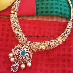 Ideas for bridal jewelry gold necklace indian diamond jewellery Gold Earrings Designs, Gold Jewellery Design, Necklace Designs, Diamond Pendant, Diamond Jewelry, Gold Jewelry, Diamond Necklaces, Gold Necklaces, Gold Bangles