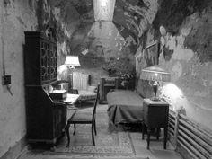 Cela de Al Capone, a única com conforto e artigos de luxo da penitenciária.