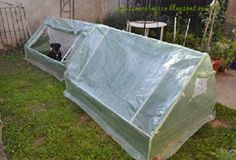 invernadero casero Outdoor Furniture Sets, Outdoor Decor, Table, Home Decor, Ideas, Homemade Greenhouse, Green Houses, How To Make, Herbs