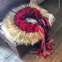 All Slavic traditions and folk traditions include flowers especially during Kupala and Noc Kupala, but Ukraine exceeds them all in the abundant uses of flowers and symbolic flowers. The Ukrainian W… Folklore, Pelo Vintage, Flower Headdress, Ukrainian Art, Wedding Wreaths, Folk Costume, Traditional Dresses, Flower Crown, 4th Of July Wreath