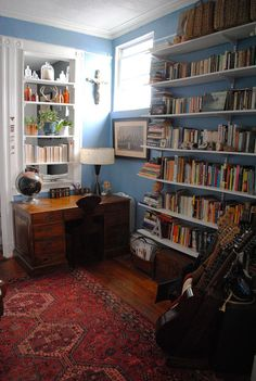 The other side of the blue/gray bedroom - beautiful rug & desk is a perfect fit  #home #shelves