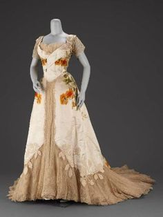 Evening dress, 1902, House of Worth. From the collections of the Museum of Fine Arts Boston.