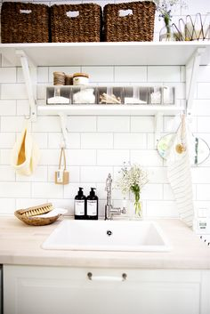 I would only have one shelf and instead have cupboards above it. Love the tiling. I would put a metal rod below the shelf and hang stuff there; like small metal baskets where soap and things are stored. Laundry Room Bathroom, Bathroom Storage, Laundry Room Inspiration, Kitchen Inspiration, Kitchen Dining, Dining Room, Home Furniture, Sweet Home, Interior Design