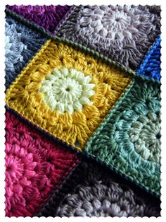 Annie's Place: Puffs and Clusters - Sunburst Granny Square