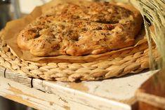 U nás na kopečku: Focaccia neboli pizza chléb Russian Recipes, Bagel, Bread Recipes, Banana Bread, Pizza, Baking, Desserts, Salt, Polish