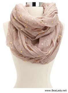 Metallic Dot Infinity Scarf: Charlotte Russe This reminds me of my wedding dress, it had the same gold dots! Image Fashion, Look Fashion, Fashion Beauty, Womens Fashion, Fall Fashion, Fashion Images, Mode Style, Style Me, Pretty Outfits