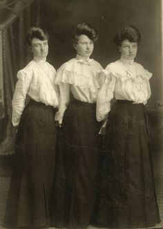Toinette Bell, David. Portrait of 3 Sisters from the Spencer Family. 1902. From the Private Collection of David Ball. Commons.wikimedia.org. Web. 24 Sept. 2015. <https://commons.wikimedia.org/wiki/File:Spencer-sisters.jpg>.