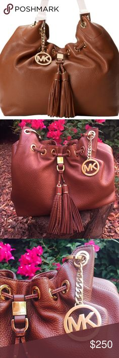 MK Purse🌺 Brown leather Michael Kors bag. Super great deal. I'm selling it for $85 on another site let me know if you are interested! Michael Kors Bags Totes