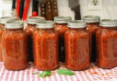 This recipe yields ten jars of beautiful, fragrant, chunky tomato sauce that you will love spooning onto your pasta and pizza. Homemade Tomato Sauce, Canned Tomato Sauce, Spagetti Sauce, Pressure Canning Recipes, Tomato Juice, How To Can Tomatoes, Marinara Sauce, Korn, Chutney