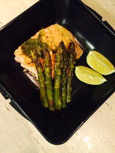 Www.smacznaperelka.wordpress.com Idealny posiłek do pracy łosoś z karmelizowanymi szparagami :) #lunch #box #dinner #tasty #fit #healfy #salamon #aspargus
