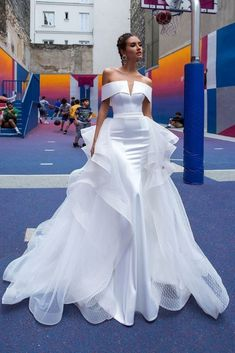 2019 sexy white evening gowns sleeveless sheath of the shoulder stain and tulle long formal prom party dresses with remove skirt How To Dress For A Wedding, Sexy Wedding Dresses, Prom Party Dresses, Cheap Wedding Dress, Sexy Dresses, Bridal Dresses, Wedding Gowns, Wedding Skirt, Lace Wedding