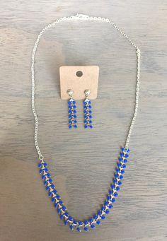 Collier mi-long chaîne épi bleue
