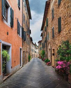 Photo by @ilhan1077  Tuscany, İtaly